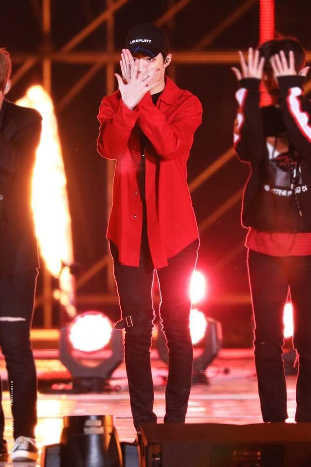 171104  Lai Kuanlin at Pyeongchang Dream Concert 2017