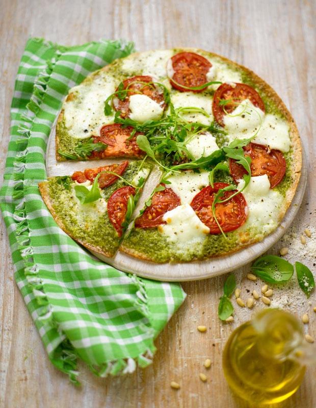 Lorraine Pascales pesto pizza with mozzarella and rocket | Click & Grow Recipes