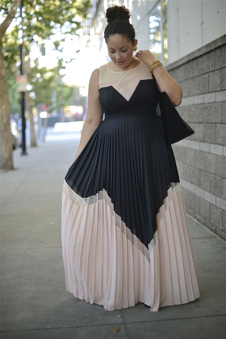 OOOoo! Love this geometric style with the blush pink and black. Gorgeous BCBG maxi dress.