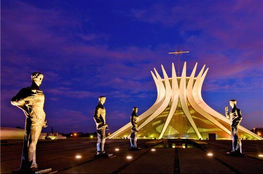 Cathédrale Notre-Dame Aparecida de Nimeyer à Brasilia, Brésil