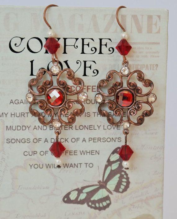 Orecchini chandelier con Swarovski Red Magma di LaBoiteABonheur