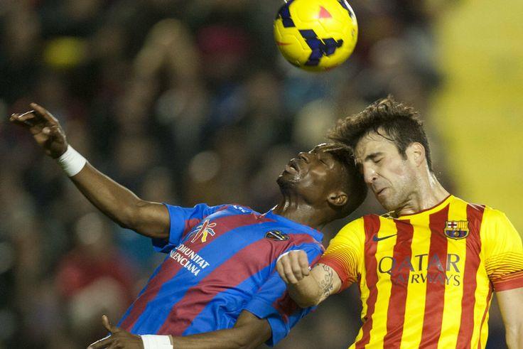 FC Barcelona, Cesc y Diop buscan el balón por alto. | Levante 1-1 FC Barcelona. [19.01.14]