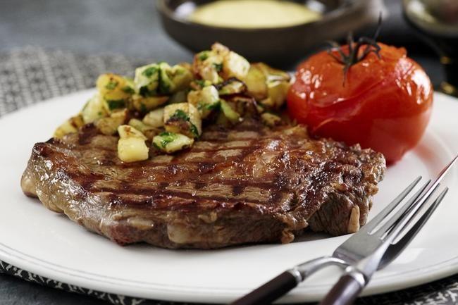 Biff med home fries. Enkelt og godt – slik får du biffen servert på et ekte steak house.