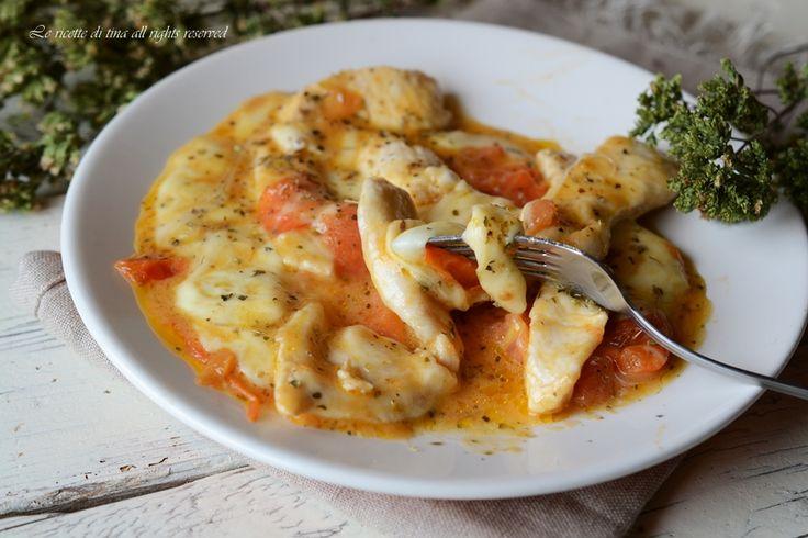 Petto di pollo con pomodorini e mozzarella in padella un secondo veloce e squisito