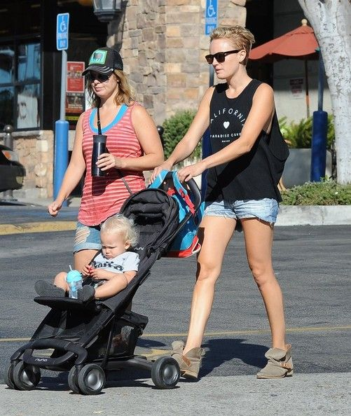 Malin Akerman Photos: Malin Akerman Takes Sebastian for a Walk