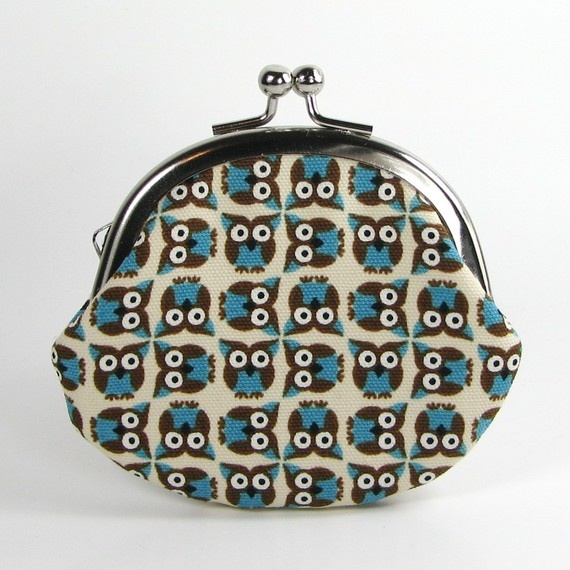 """Small metal frame pouch made with cute owl Japanese fabric. Great as a coin purse and jewelry case.  Size: 3.5""""(W) x 2.75""""(H) 9cm x 7cm  Outer: Japanese light canvas cotton fabric Inner: tiny dot cotton fabric Frame color: silver"""