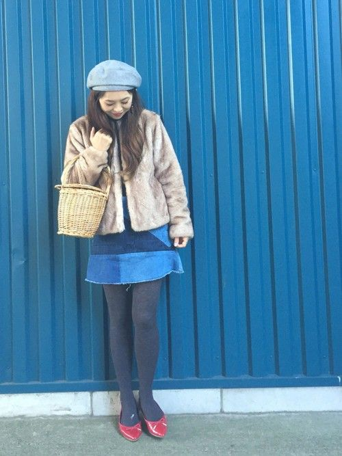 こんばんは💕 今日のコーデはファーコートにカゴバッグ、バレエシューズでジェーンバーキンを意識してみ
