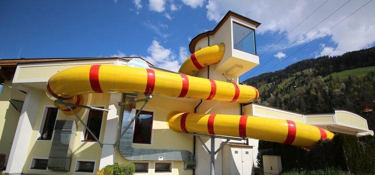 Camping für Rutschenfans gibt es im Erlebnis Comfort Camping Aufenfeld im Zillertal. Die geniale Riesenrutsche macht Laune und auch sonst hat das Schwimmbad auf dem Luxus-Campingplatz einiges zu bieten. Viele Bilder, ein Onride-Video gibt es in unserem Erlebnisbericht! http://lnk.al/2VOC