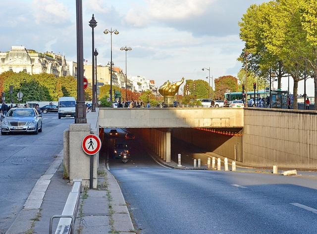 The Alma underpass, where Princess Diana, her boyfriend Dodi Fayed and driver Henri Paul died in a car crash 15 years ago :'( #MissKL and #SpringtimeinParis