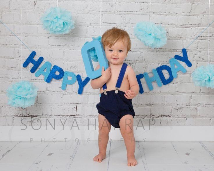 Cake smash photoshoot boy on blue cake smash bubble splash