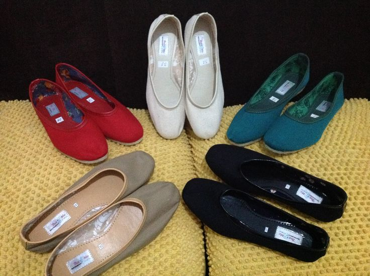 Limited handmade flat shoe for 185K.. Canvass and motif fabric combination w/ comfortable rubber sole and flexible shapes..