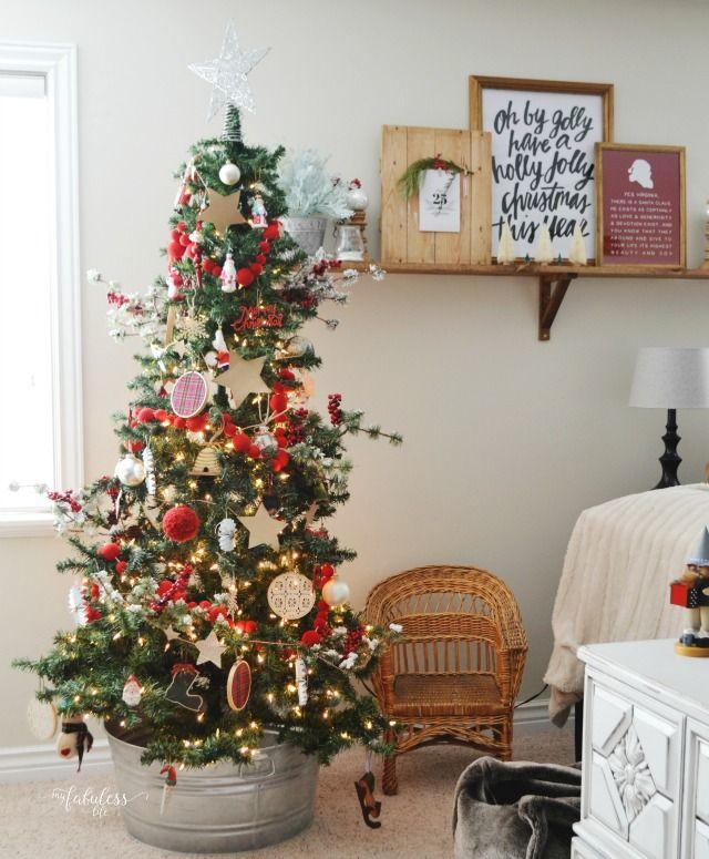 Farmhouse Kitchen Christmas Decor: 1000+ Ideas About Small Christmas Trees On Pinterest