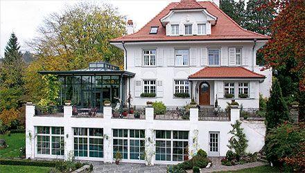 Orangerien bestechen durch ornamentreiche Konstruktionen aus Holz, Gußeisen und Glas. Planung und Bau von der Schubert Wintergartenmanufaktur.