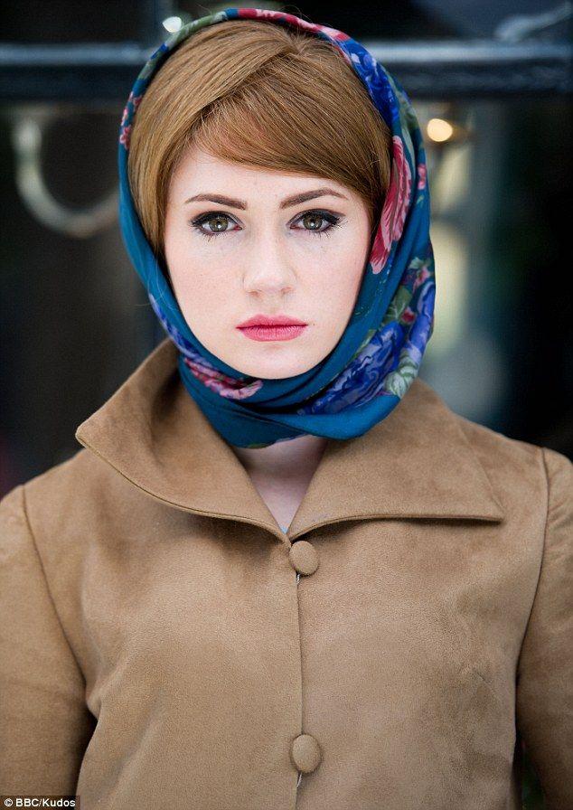 Karen Gillan, fair skin makeup