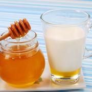Milk & Honey to Remove Dry & Flaky Skin From the Face | LIVESTRONG.COM
