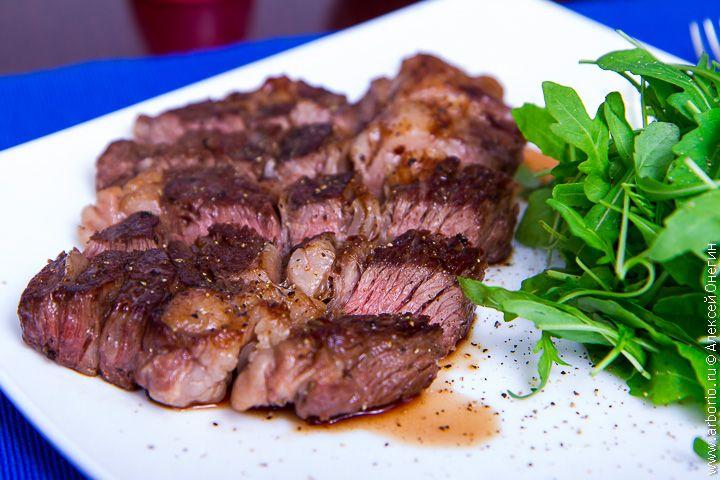 Хотите научиться готовить безупречный стейк? Прочитав это подробное руководство, вы сможете добиться совершенства в приготовлении вкусных и сочных стейков.