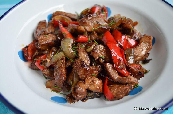 Ceafa de porc la tigaie gratar cu ceapa si usturoi. Ceafa de porc marinata rapid cu ulei de masline, condimente. O reteta simpla si rapida, un fel de gyros