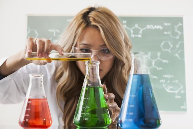 21 Signs You Are a Chemistry Major: Chemistry majors look (and smell) different from other students.