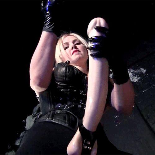 Lesbians rubbing her clit video