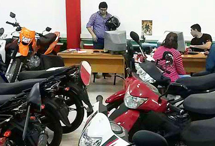 Para el analista y experto en consumo Guillermo Oliveto, de la consultora W, las cifras de venta de motos no son sólo un indicador sectorial.