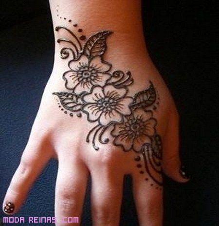 tatuajes de moda: Hand, Henna Designs, Henna Ideas, Mehndi Designs, Simple Henna Design, Henna Tattoos, Floral Sleeve, Henna Mehndi, Henna Flower