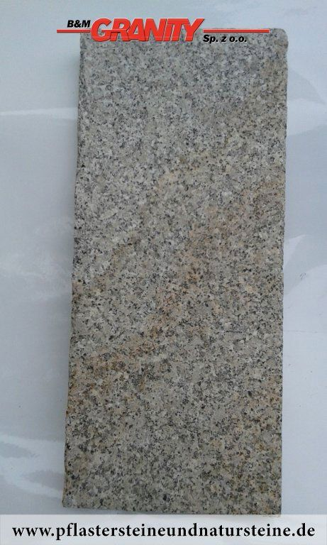 """Firma B&M GRANITY – rustikale, ohne scharfe Kanten, """"veraltete"""", getrommelte Erzeugnissen aus frostbeständigem Granit. Neue Produkte, die speziell, zusätzlich bearbeitet werden, um scharfe Kanten zu eliminieren. http://www.pflastersteineundnatursteine.de/fotogalerie/platten/"""