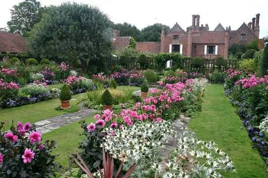 Midsomer murders locations chenies manor buckinghamshire gardens gazebos pinterest Midsomer murders garden of death