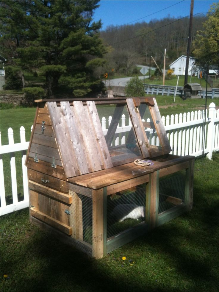 Diy rabbit hutch from pallets woodworking projects plans for Wood hutch plans