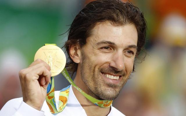 JO 2016: Lance Armstrong accuse Fabian Cancellara de dopage avec un tweet bref et incisif -                  Lance Armstrong a réagi avec calme au titre de Fabian Cancellara. Avec un seul mot, sur Twitter: «Luigi». Un prénom qui fait référence aux poches de sang saisies lors de la célèbre «Affaire Puerto».  http://si.rosselcdn.net/sites/default/files/imagecache/flowpublish_preset/2016/08/12/1709222594_B97942519
