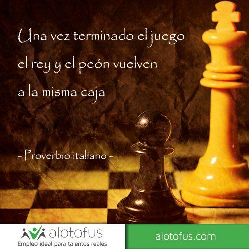 Una vez terminado el juego el rey y el peón vuelven a la misma caja. Proverbio italiano www.alotofus.com #quote #motivación #frase