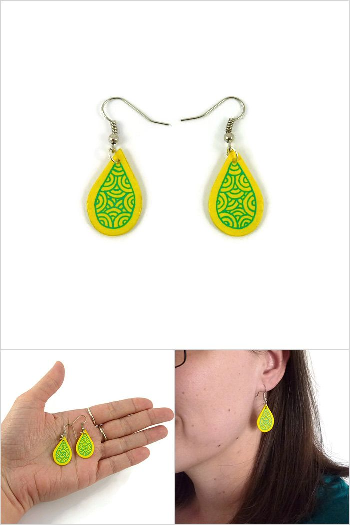 Yellow small drops earrings with aqua green doodles, small modern dangles raindrops earrings, painted plastic (recycled CD) droplets fancy earrings - Made on order by @savousepate on Etsy #ecofriendly #ecoresponsible  #recycling #upcycling