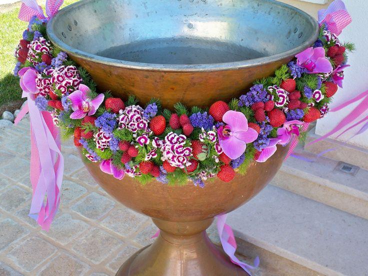 #stolismos vaptisis kolimpithra me fraoules kai batomoura, στολισμος βαπτισης κολυμπιθρα με φραουλες και βατομουρα