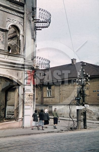 ww2 color photo slide - destroyed buildings in Minsk, Belarus, Russia 1941 - destroyed buildings at the Zakharievskaya in Minsk, Belarus, Russia 1941 by Franz Krieger