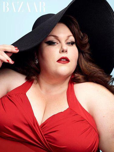 Saat Aktris Plus Size Berpose Seksi dalam Balutan Swimsuit