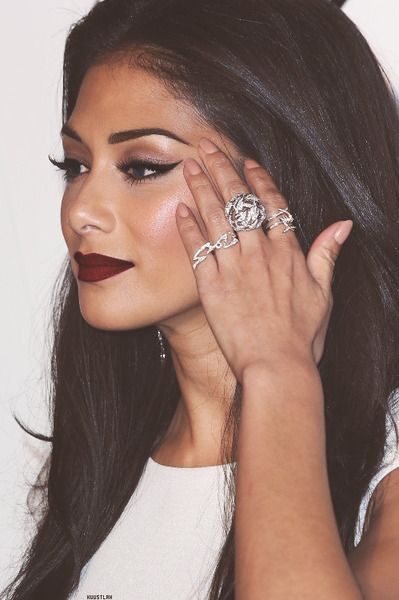 dark maroon lips, defined brows, and cat eyes. Love it.