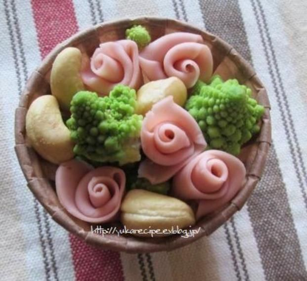 魚肉ソーセージが可愛すぎ!薔薇でお弁当に彩りを♡ - Locari(ロカリ) お弁当以外も彩りたい♡