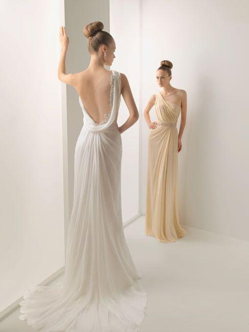 Sencillo y sensual traje de #novia para tu #boda ideal para este verano