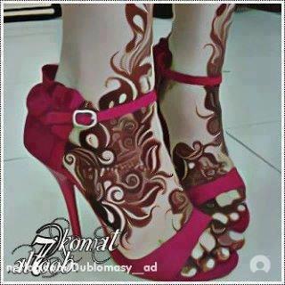 Henna on feet, Arabic designs