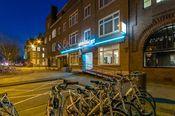 Hotel Port Rotterdam  Description: Hotel Port Rotterdam biedt u comfortabele moderne kamers nabij de Coolhaven in de dynamische havenstad. Met het openbaar vervoer zijn het centraal station en het centrum goed te bereiken. Bovendien is er parkeergelegenheid beschikbaar bij het hotel. Overige informatie - Het hotel beschikt over een 24-uurs receptie. - Het is niet mogelijk om een extra bed in de kamers bij te plaatsen.- Het hotel beschikt over aangepaste kamers voor mindervalide gasten. Deze…