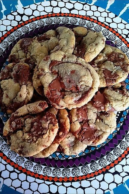 La meilleure recette de Cookies comme au subway !!! L'essayer, c'est l'adopter! 4.6/5 (61 votes), 96 Commentaires. Ingrédients: -100g de cassonade  - 60g de sucre  - 100g de beurre - 180 g de farine  - 1 oeuf  - 1cc de bicarbonate de soude - 120 gr de chocolat noir /lait /blanc /m&m's ... - 1 cc d arôme vanille