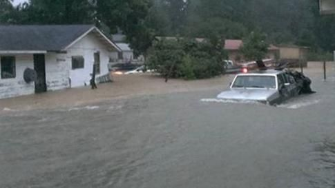 At Least 3 Dead in Louisiana Flooding; Evacuations and Rescues Ongoing as Rivers Rise Toward Record Crests | The Weather Channe ~ August 2016