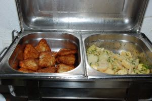 Mittagsbuffet im Rudolf! Hausmannskost (Hausfrauenkost?), gut und schmackhaft gekocht, vom Buffet so viel man will - Erlebnisbrauerei in Eggenberg   http://www.info-graz.at/essen-graz-preis-zufriedenheit-kritik-kueche-lokal-lage-steirisch-speisekarte-qualitaet/news/10138_mittagsbuffet-rudolf-graz-grazer-gastronomie-mittagsmenues-mittagstisch-mittagsmenue/