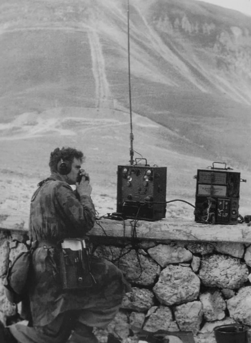 Fallschirmjäger using the Torn Fu.d2 field radio.