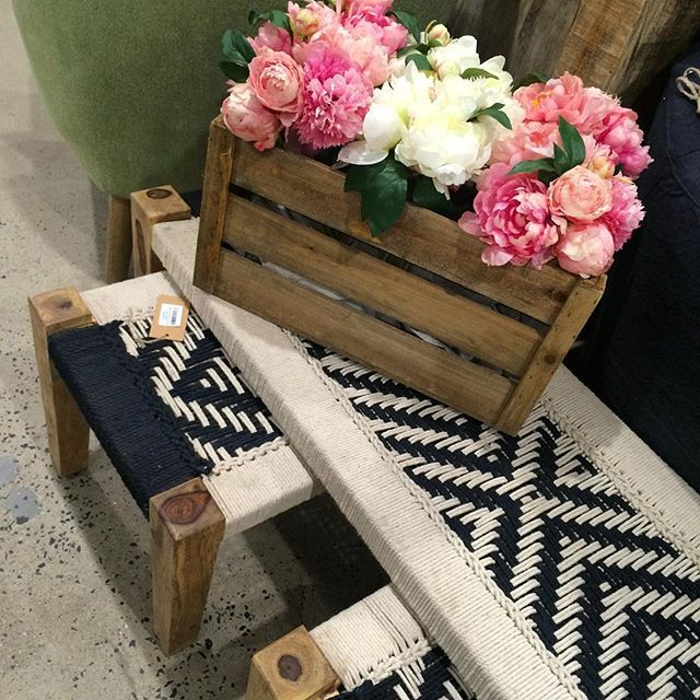 Boho benches and bunches of peonies. Perfect❤️#bohostyle #blackandwhite #benches #stools #peonies #perfect #boho