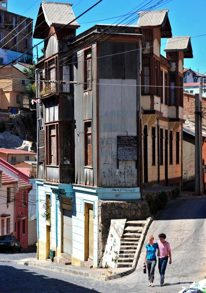 南米チリ中部にある世界遺産の港湾都市バルパライソ(Valparaiso)の街並み(2008年2月23日撮影)。(c)AFP/MARTIN BERNETTI ▼14Apr2014AFP|大火災のバルパライソ、「太平洋の宝石」と呼ばれた世界遺産都市 http://www.afpbb.com/articles/-/3012533 #Valparaiso