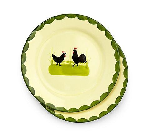 """Handbemalte Frühstücksteller """"Hahn und Henne"""", hergestellt von der Zeller Keramik Manufaktur im Schwarzwald – jetzt bei Servus am Marktplatz kaufen."""