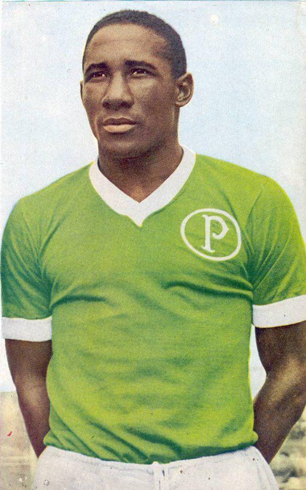 Morreu hoje o bicampeão mundial pela Seleção Brasileira de Futebol e ídolo palmeirense, o lateral Djalma Santos. 23.07.2013