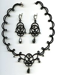 """Lace necklace and earrings - frivolite:: A lace """"frivolite"""" of Elena Ignatova, master of folk creation, Ukraine, Kharkov :: Jewellery knot shuttle lace of frivolite (schiffchenspiize), ear-rings, bangles, necklace, natural stone and skin with a lace, style """"The Gothic Black-art"""""""