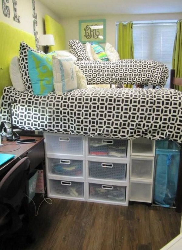 Plastic Under Bed Storage. These plastic bins are perfect for hiding out of season clothing, accessories, and shoes. Label the top or sides of each container with removable stickers to ensure items stay in their designated homes. http://hative.com/creative-under-bed-storage-ideas-for-bedroom/