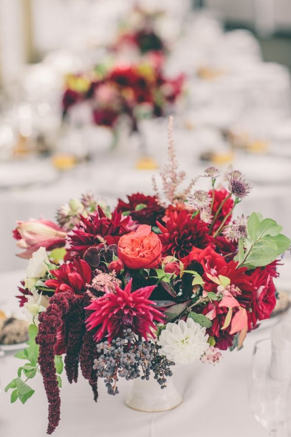 winter floral arrangements // photo by AGAiMAGES // flowers by Peartree Flowers